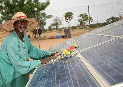 inPuncto spendet für soziales Projekt: Solarenergie für Gemeinde in Liberia