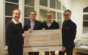 inPuncto Geschäftsführer Dr. Marcial überreicht den Spendenschek an tradition-ES